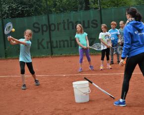 Kinder auf dem Tennisplatz