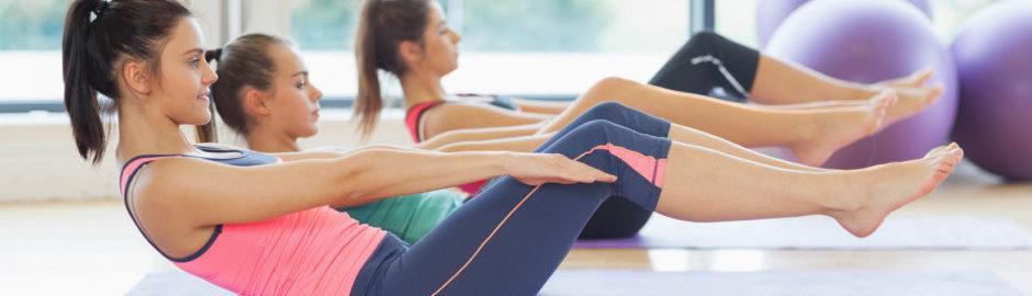 Durch Dehnen und Kräftigungsübungen können Sportverletzungen vorgebeugt werden