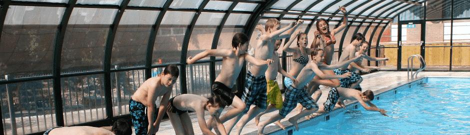 Schwimmbad, Sporthalle, Kino, Minigolf...