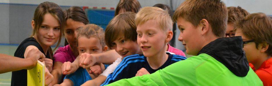 Sportliche Aktivitäten während Klassenfahrten fördern das Gruppengefühl