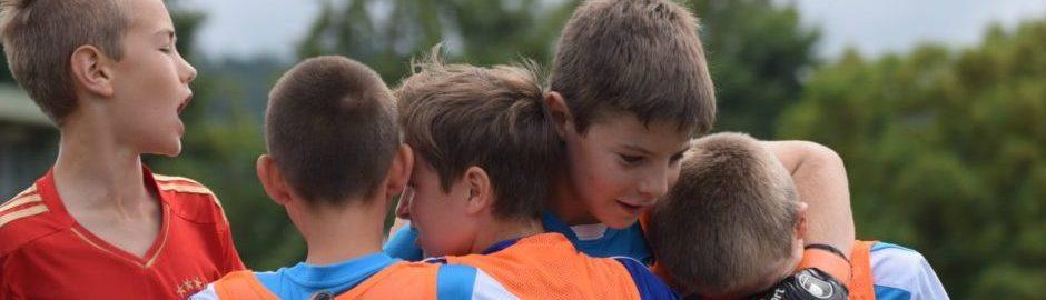 Kinder Fußball beim Teamsport