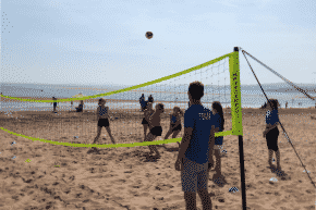 Beachvolleyball am Strand von Barcelona