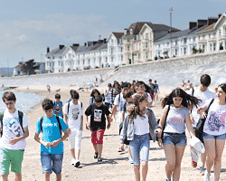 Kinder am Strand im Englandcamp