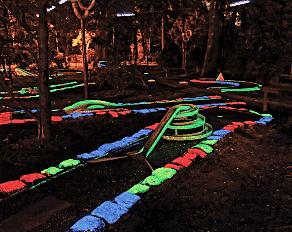 Summercamp Heino Neonminigolfplatz